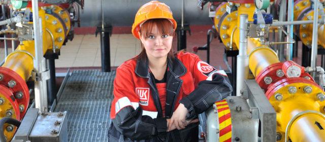 Девушка нефтекомпании